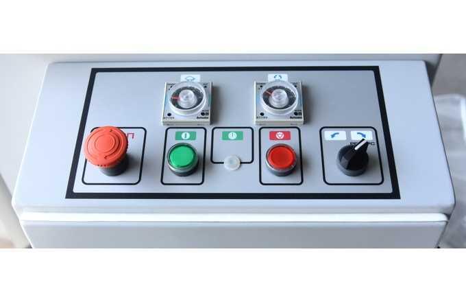 Тестомесильная машина Прима 100 панель управления